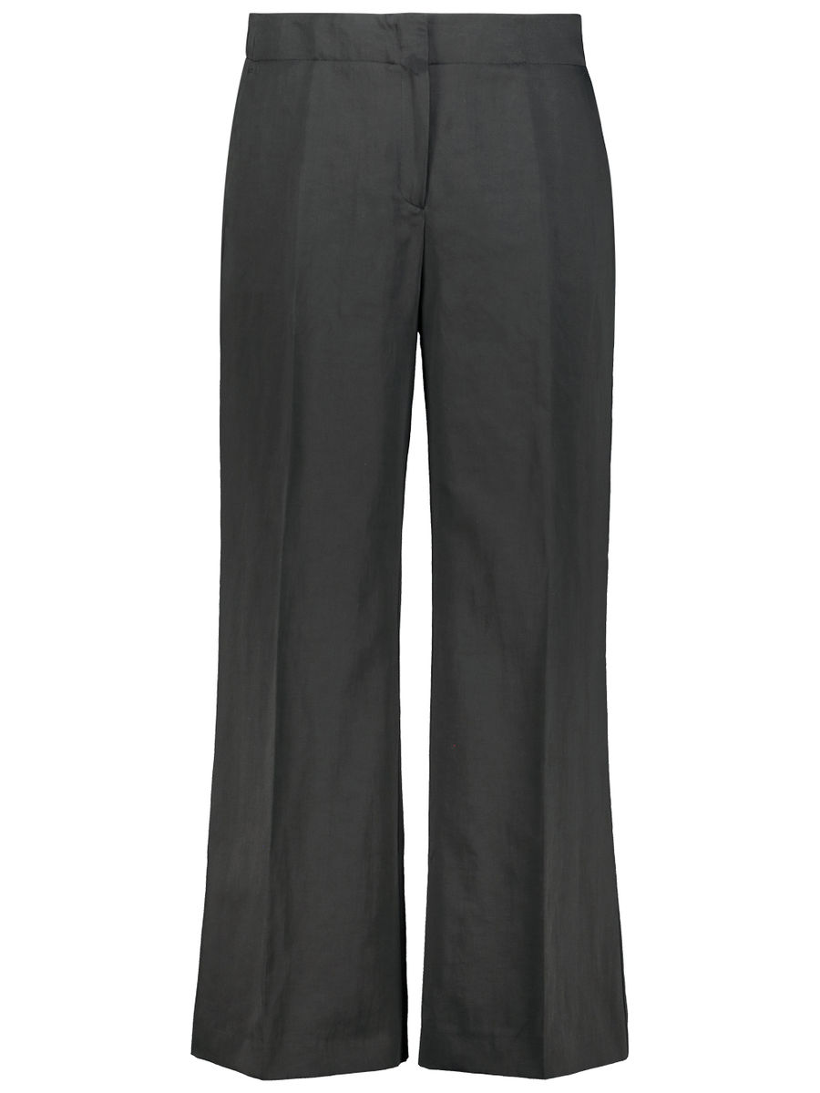Flared pleated trousers
