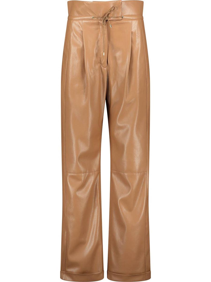 Straight-legged high rise trousers
