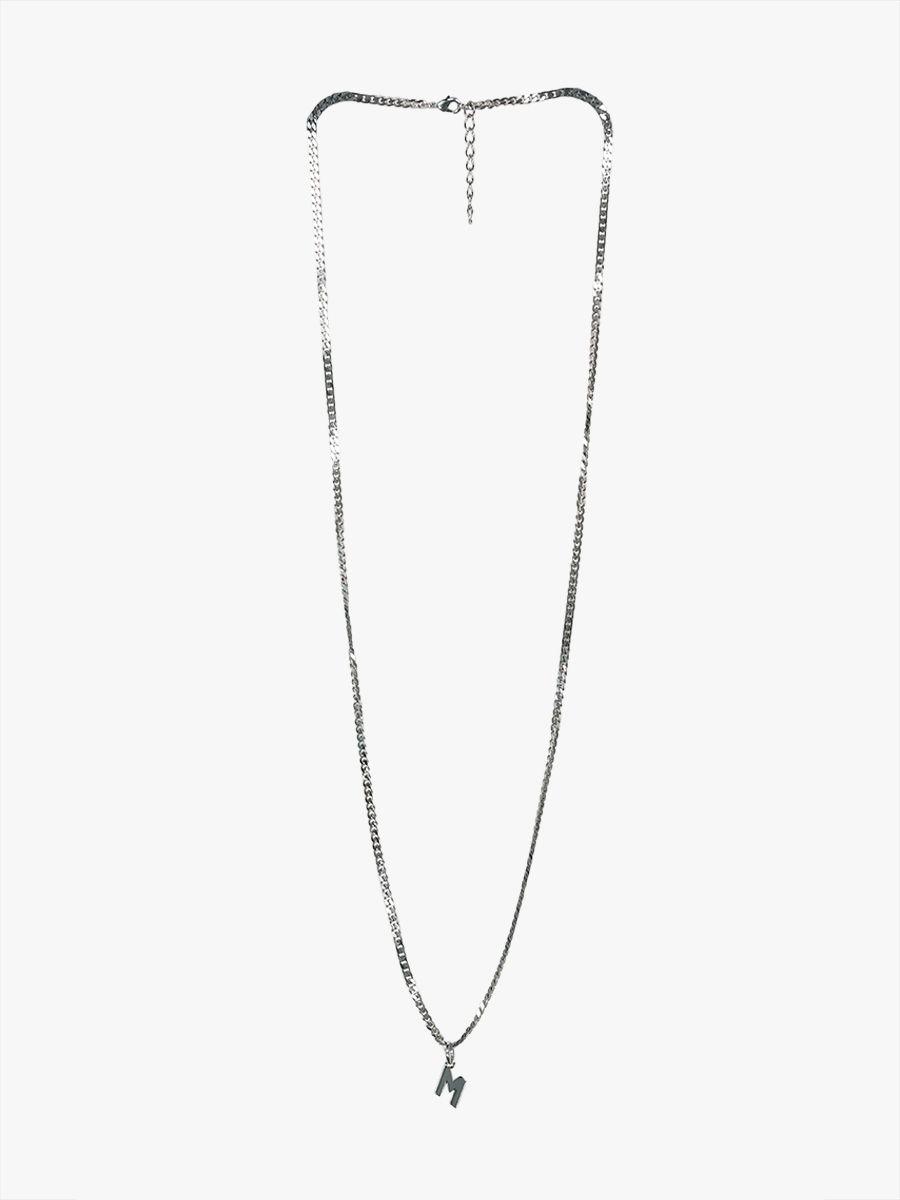 Halskette mit M-Anhänger